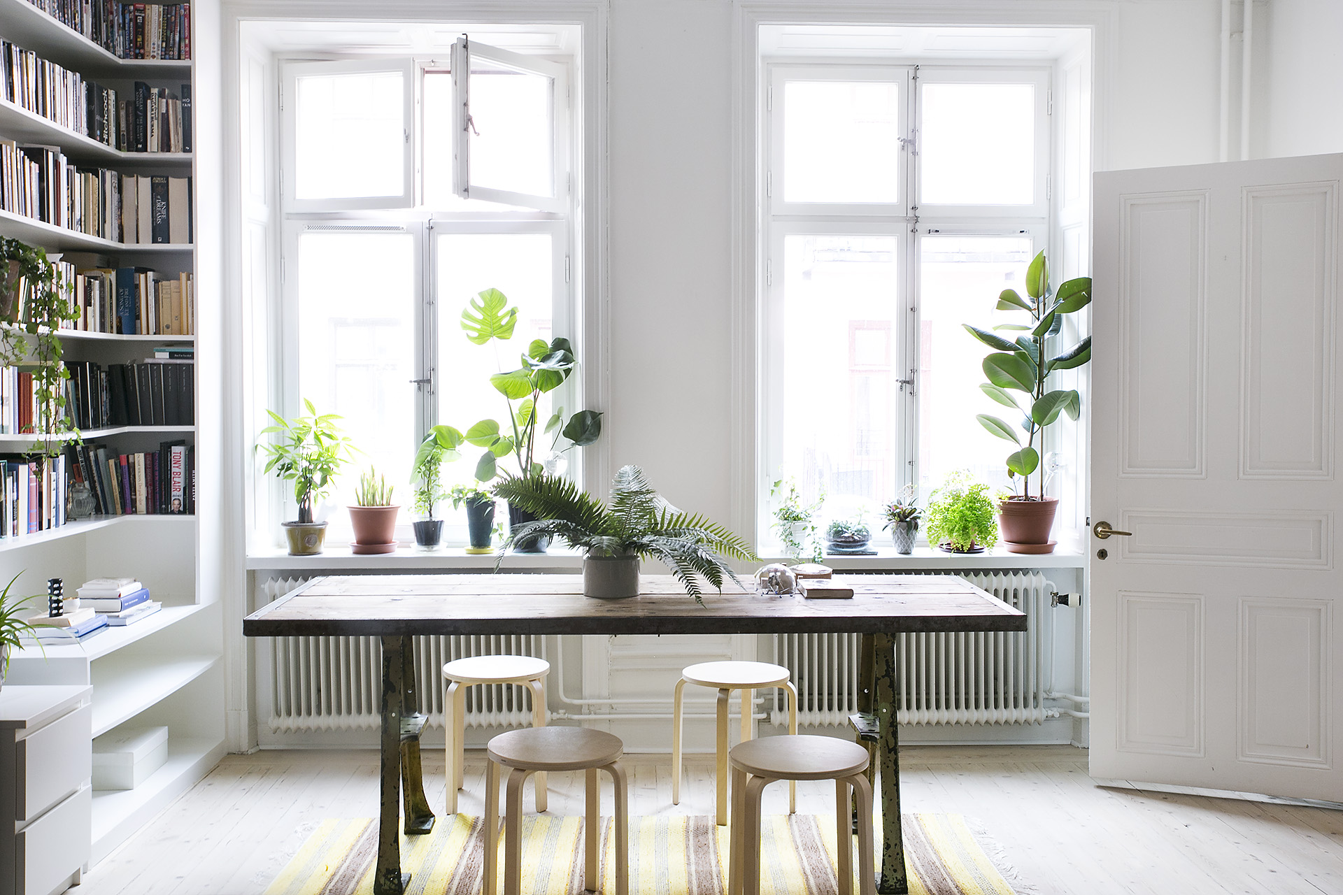 8 design lessons you can learn from scandinavian interiors - Interior decorating with plants ...
